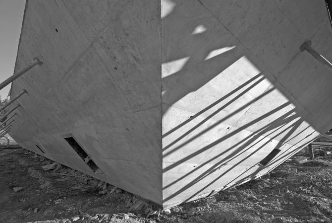 Architekt o powstającym domu mówi jak o obramowaniu obrazu, czasem bardziej żartobliwie - jak o arce. fot. Wojciech Trzcionka