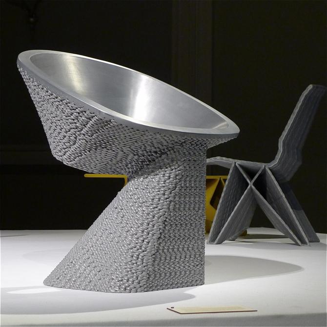 Calculated Chaos, krzesło powstałe z połączenia tworzywa sztucznego i aluminium. fot. Wojciech Trzcionka