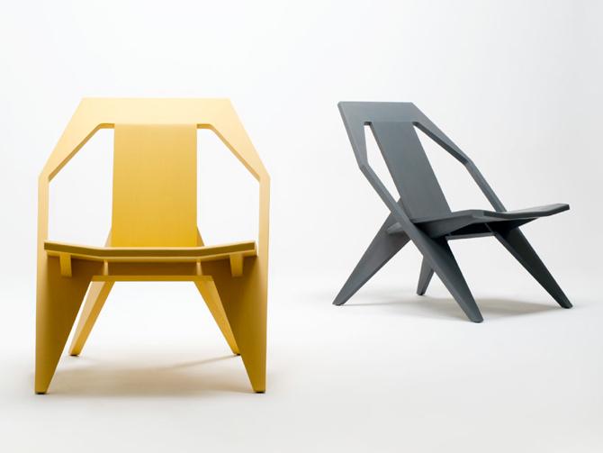 Krzesło powstaje z nieregularnego połączenia desek. fot. Materiały prasowe