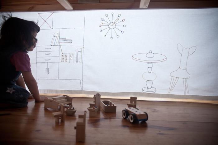 Wzorcowa Mama, czyli design pod stołem