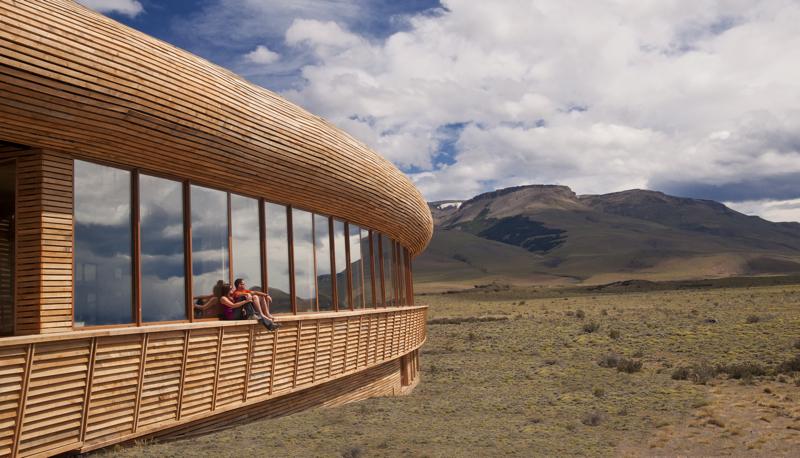 Hotel wtopiony w krajobraz Patagonii
