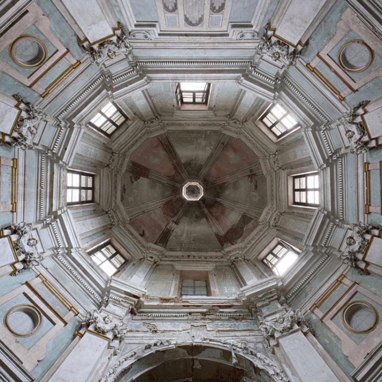 Podświetlane sufity zawdzięczamy projektantom z Hamburga i Berlina: Jirko Bannasowi i Oliverowi Seltmannowi. fot. Materiały prasowe