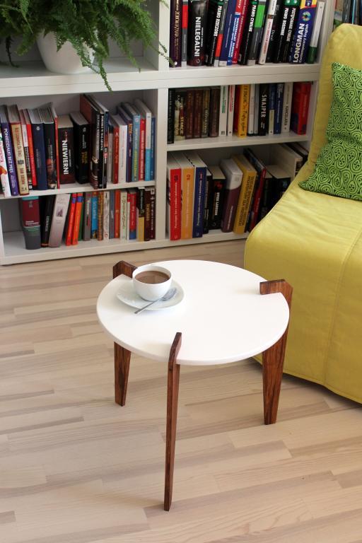 Stolik kawowy Handy. fot. Materiały prasowe