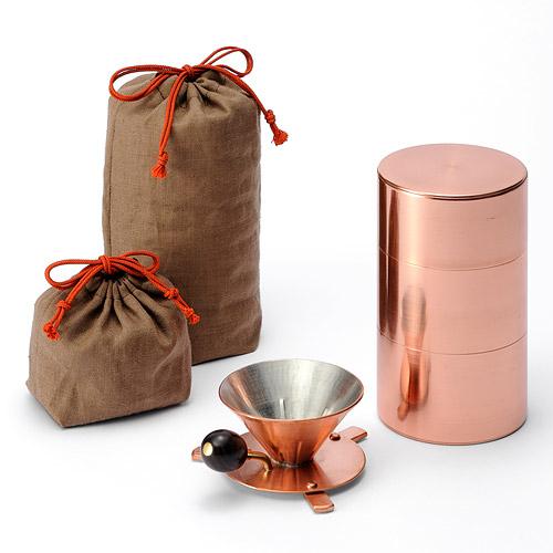 Portable Coffee Drip Set jest wykonany z miedzi. fot. ARC