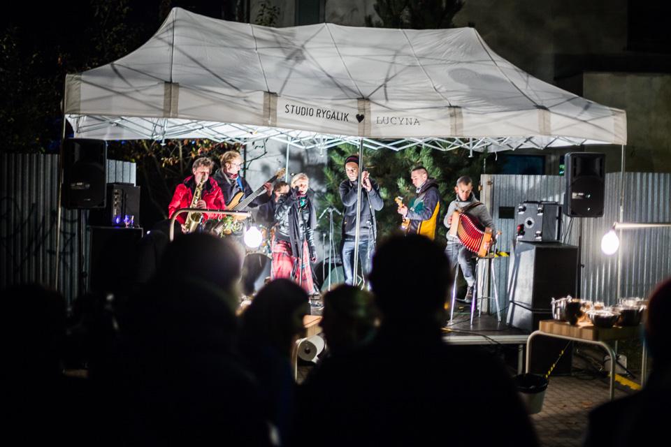 Na scenie wystąpił zespół Lucyna uśmiecha się mimo woli. fot. Ernest Wińczyk