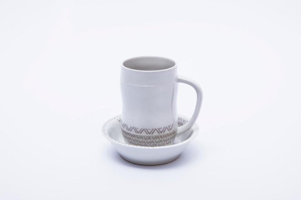 Zestaw Tomaszów dekorowany wzorem Roztocze  zaprojektowany przez Bogdana Kosaka i wykonany w jego Modelarni Ceramicznej. fot. Tom Swoboda