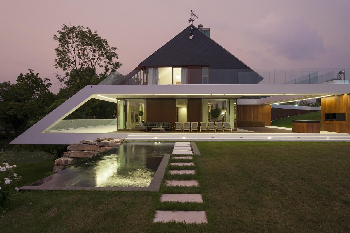 Dom na krawędzi
