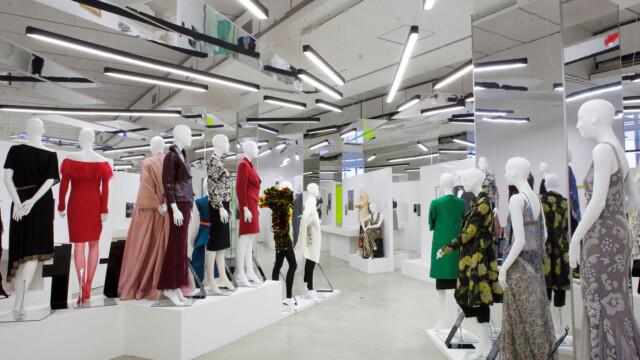 Women Fashion Power. Moc mody