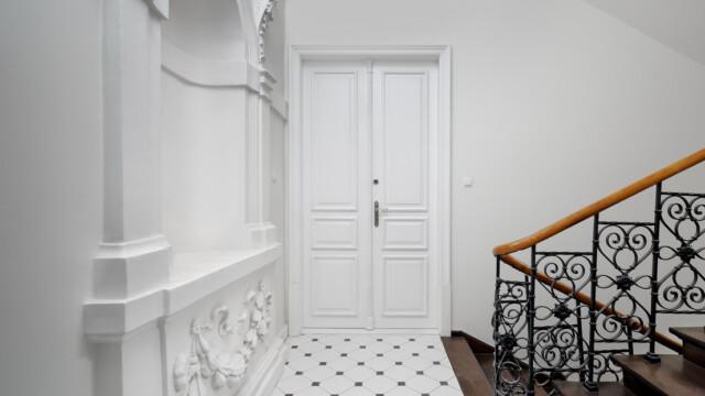 Drzwi na indywidualne zamówienie. Drugie życie kamienicy w Krakowie