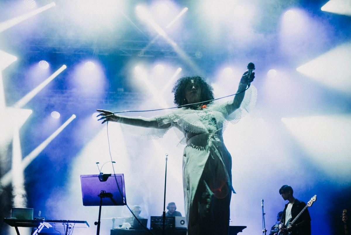 """Zjawiskowa Neneh Cherry zaśpiewała kultowe """"Woman"""" oraz """"7 Seconds"""", którym wraz z Youssou N'dour podbiła w 1994 roku listy przebojów."""
