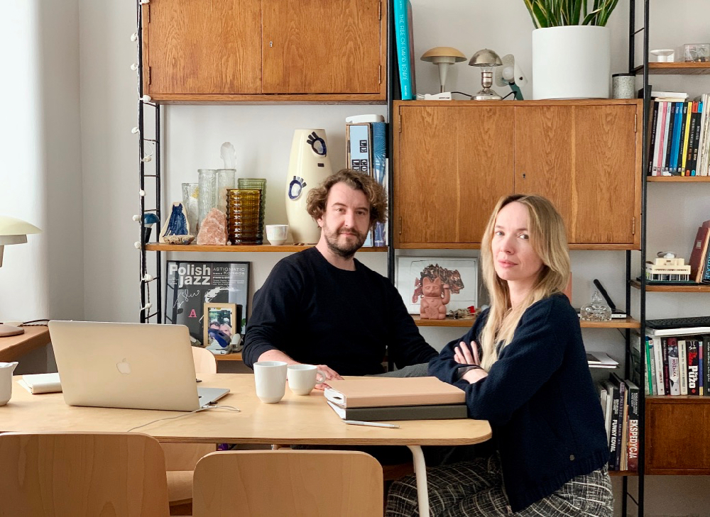 Dawid Grynasz i Marta Niemywska-Grynasz w swoim warszawskim mieszkaniu.