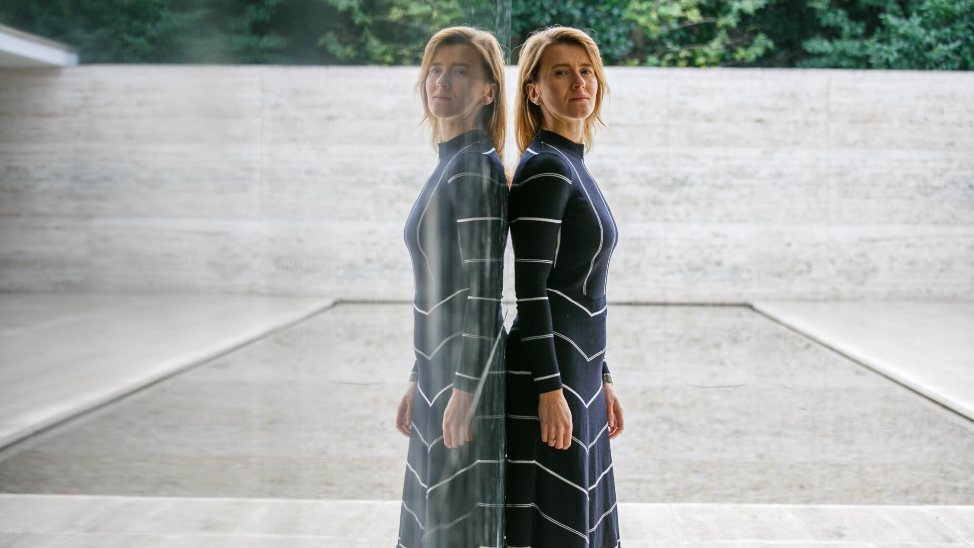 Katarzyna Krakowiak jest pierwszą polską artystką, której praca została zaprezentowana ww Pawilonie Miesa van der Rohe.