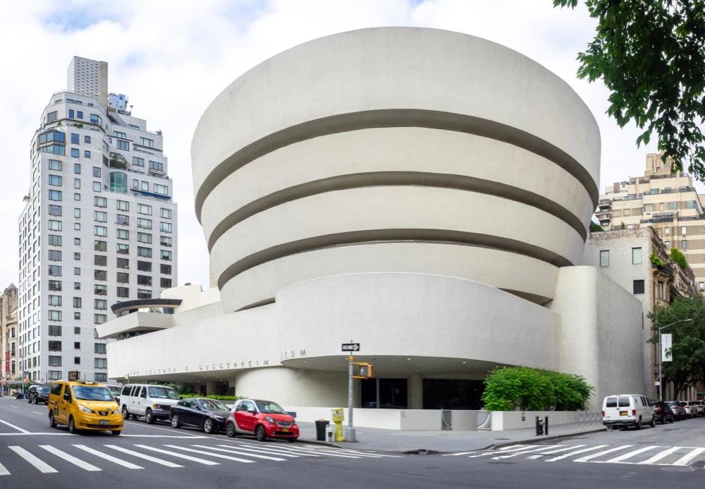 Muzeum Guggenheima udostępniło ponad 200 katalogów o sztuce. Do pobrania za darmo!