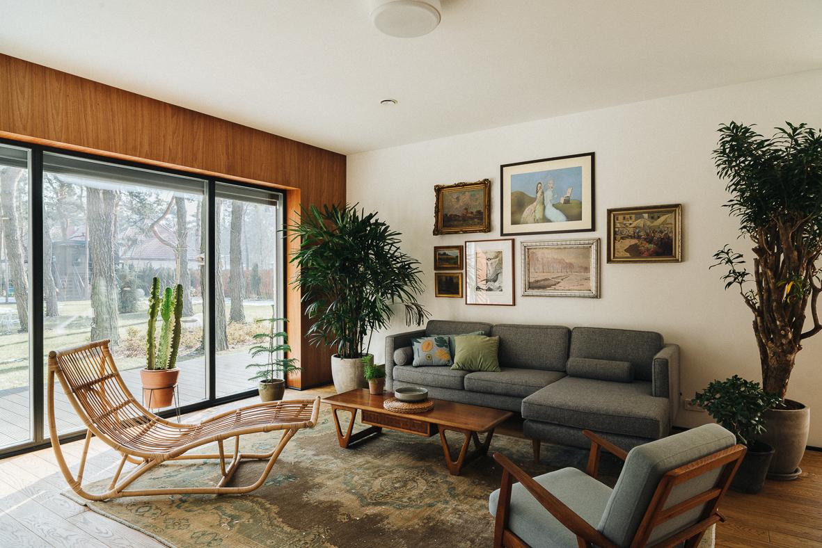 Dom w Radości. Przytulność w stylu mid-century