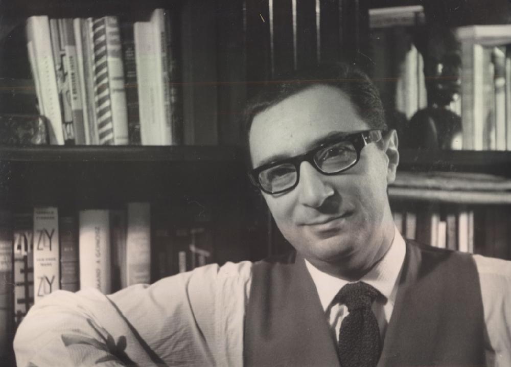 Leopold Tyrmand w mieszkaniu na Mariensztacie, lata 60. Zdjęcie: archiwum Mary Ellen Tyrmand