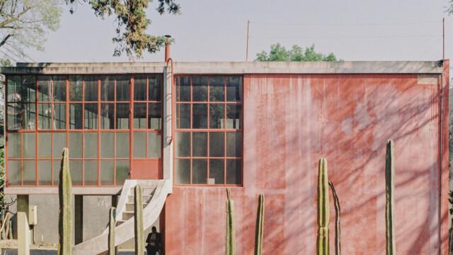 Dom Fridy Kahlo i Diego Rivery z ogrodzeniem z kaktusów