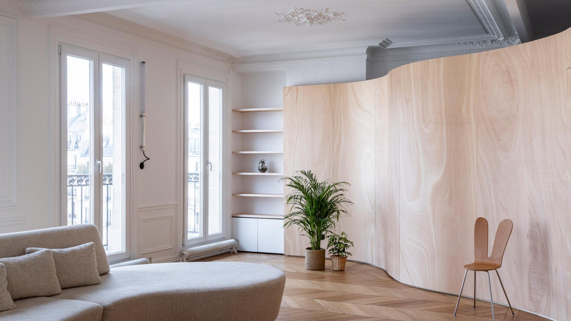 Współczesna reinterpretacja typowego paryskiego mieszkania. Efekt? Zaskakujący