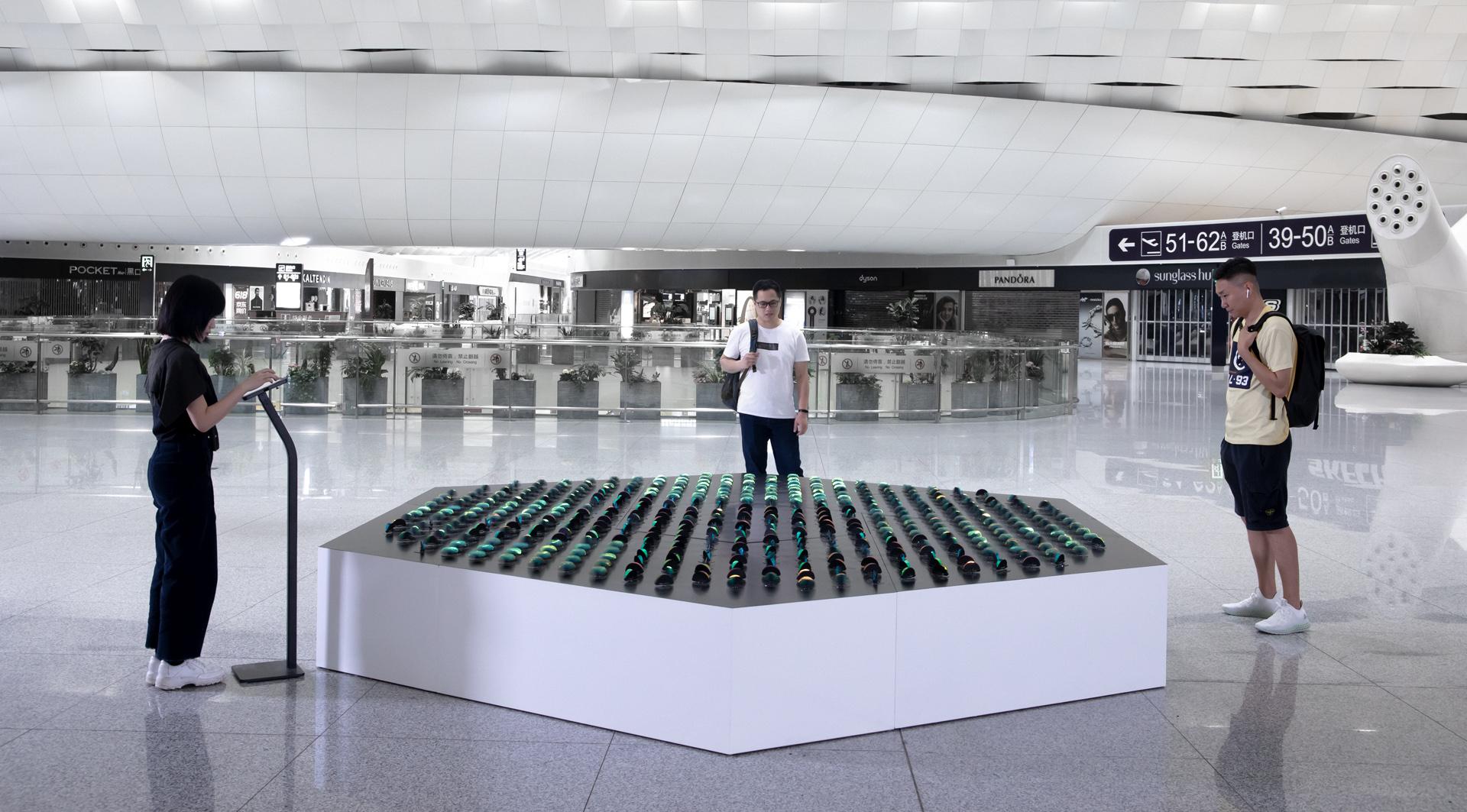 Lśniące ławice ryb inspiracją dla najnowszej interaktywnej rzeźby grupy panGenerator w chińskim w Shenzhen
