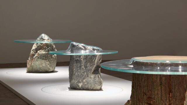 Jeszcze stoliki, czy już rzeźby? Szklane krajobrazy Paula Cocksedge'a