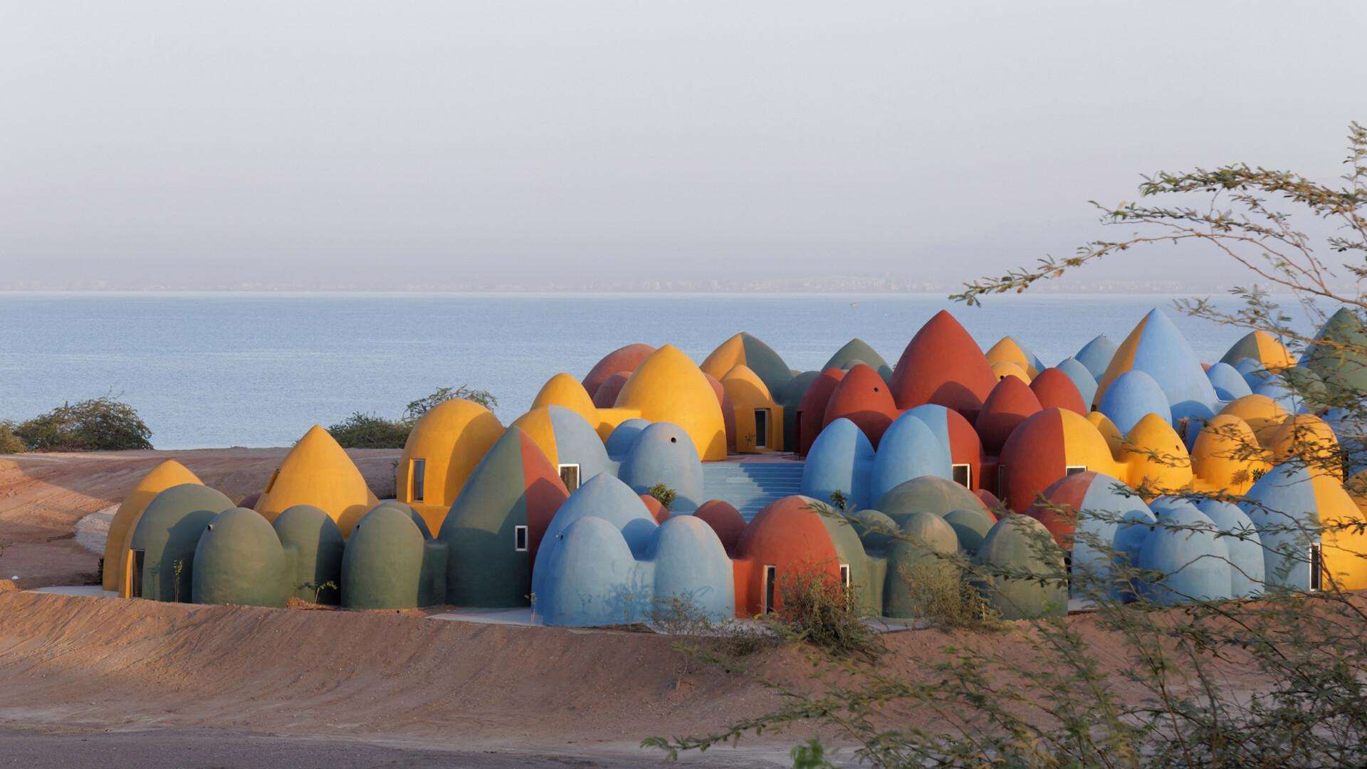 Architektura z misją: bajecznie kolorowy projekt Zav Architects