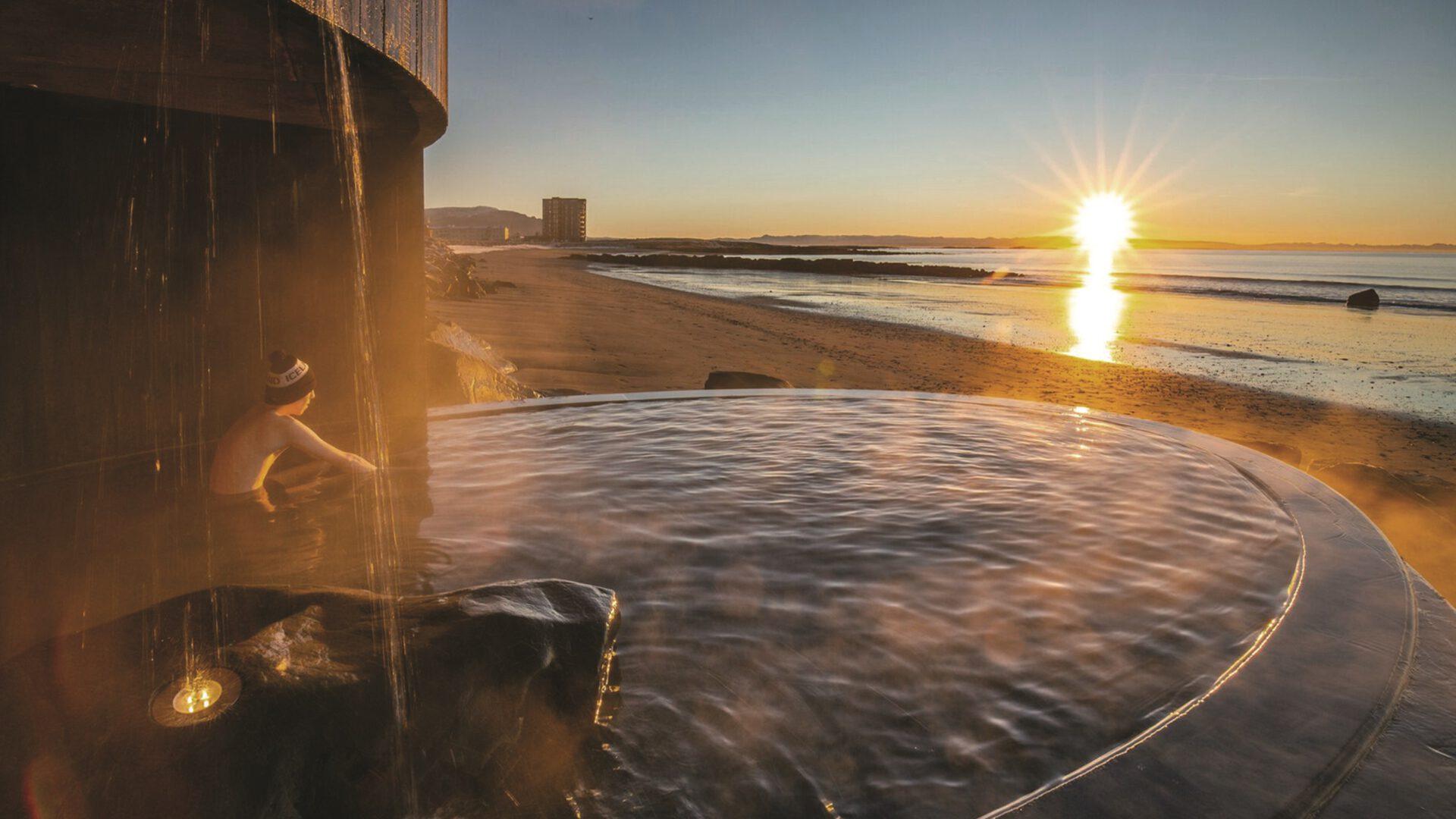 Islandzkie łaźnie pośród skał