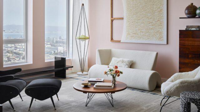 Luksusowy penthouse ubranyw sztukę i brazylijski modernizm