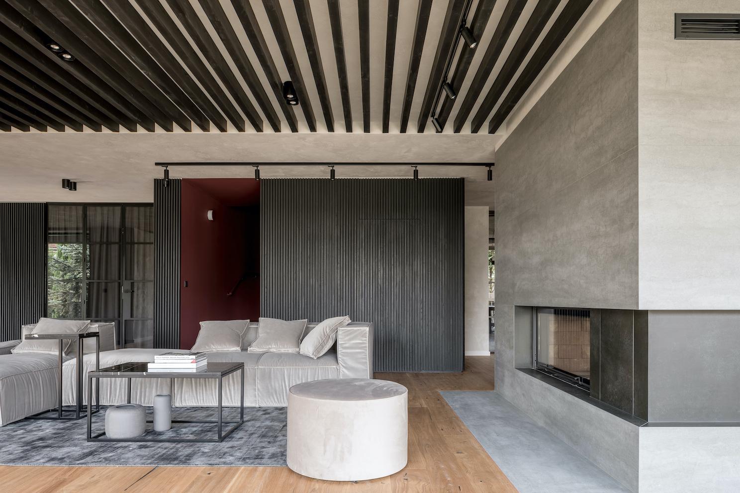 płyty z betonu architektonicznego na ścianie