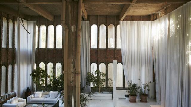La Fábrica. Malownicza ruina przekształcona w dom i pracownię architekta