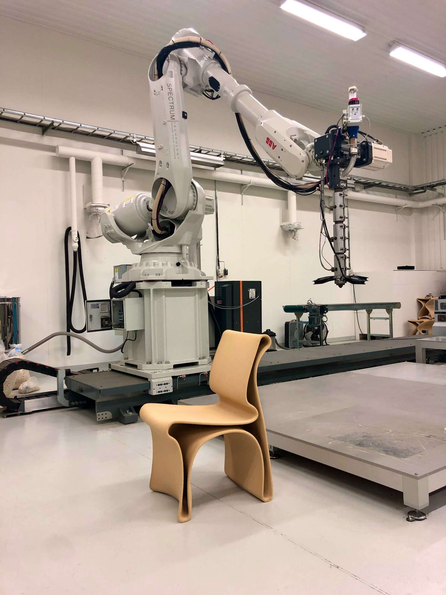 krzesło z recyklingu Antropo projektu Wojciecha Mierzwy
