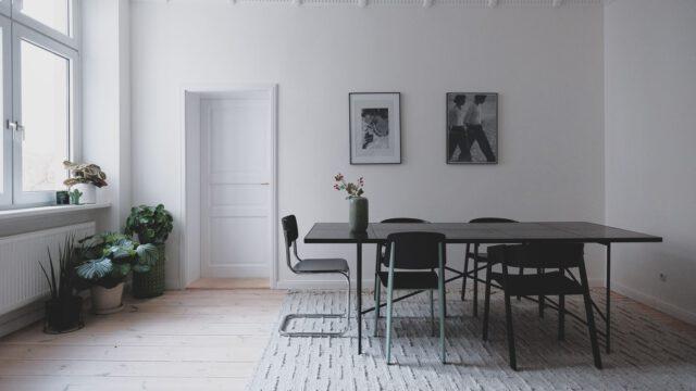 Minimalistyczne mieszkanie młodej pary w berlińskim Neukölln