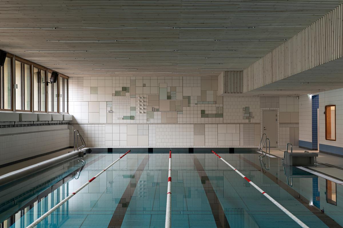 Miasto w abstrakcji. Niezwykły mural na basenie