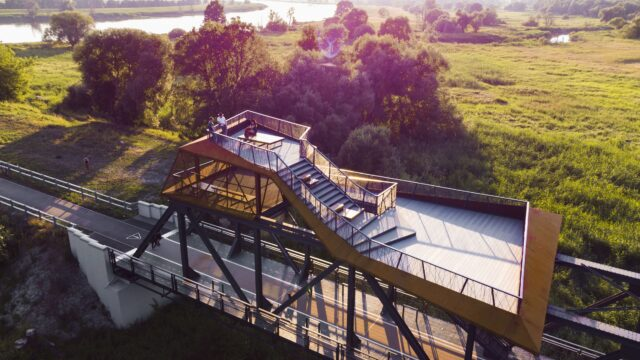 Most kolejowy w Siekierkach zyskał drugie życie. Teraz służy turystom!