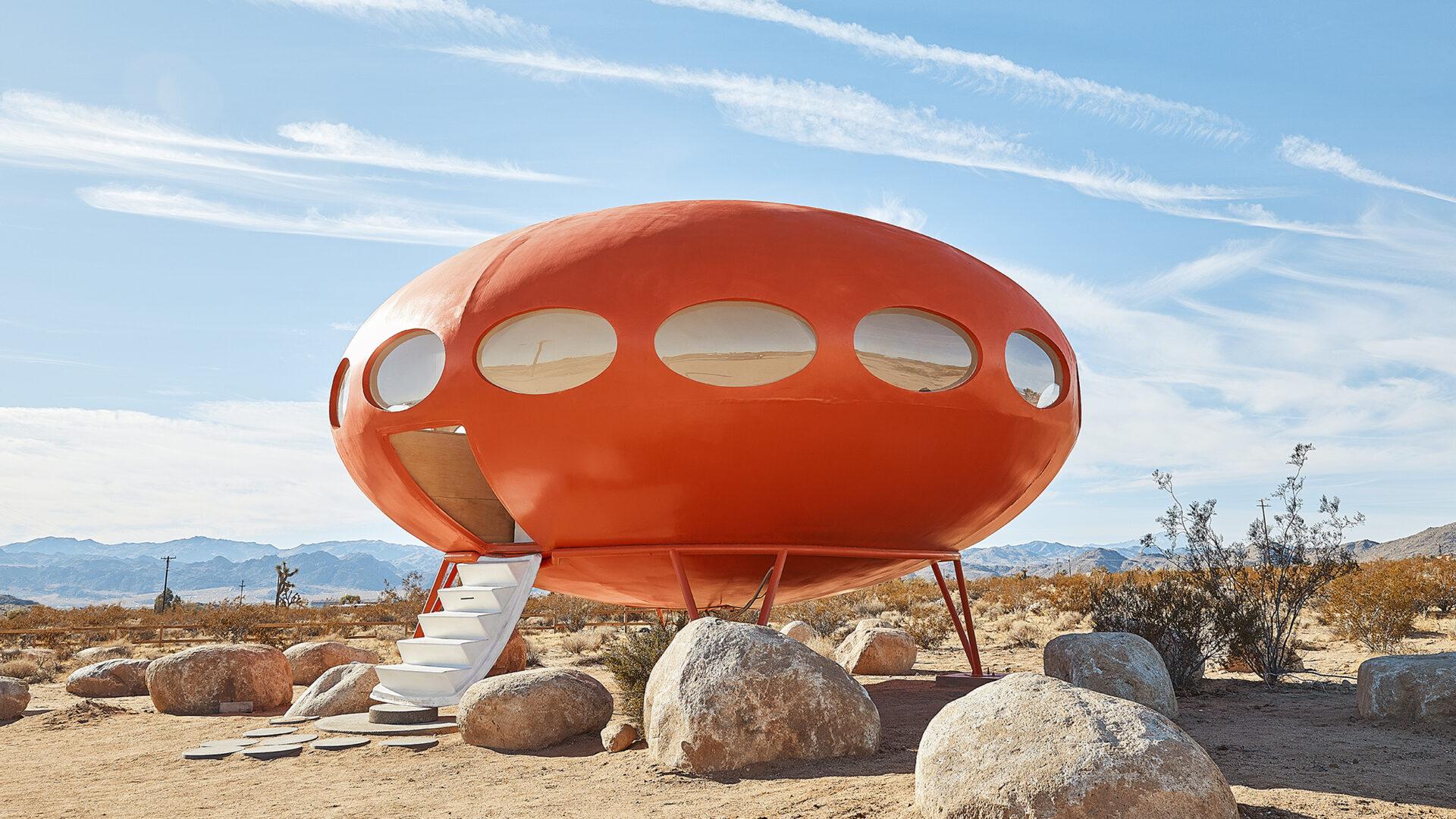 Futuro House. Spełnienie dziecięcych marzeń, plastikowy kicz czy wizja przyszłości?